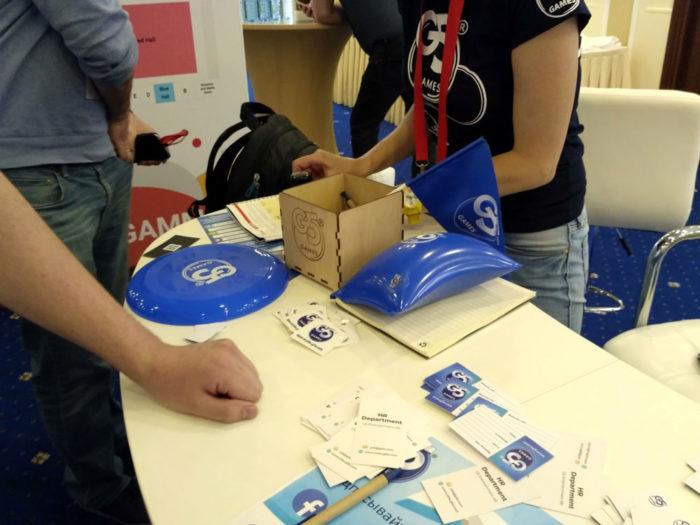 DevGAMM - подарки, розыгрыши, призы на стендах спонсоров